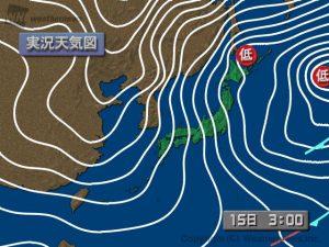 図5:日本時間15日3時の天気図(左)
